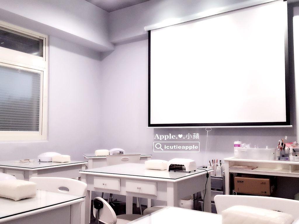 教室設置有投影設備