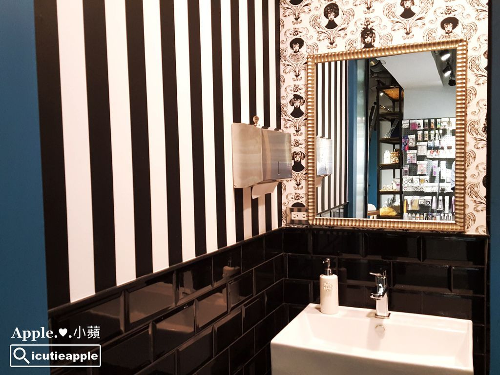 時尚奢華的化妝室