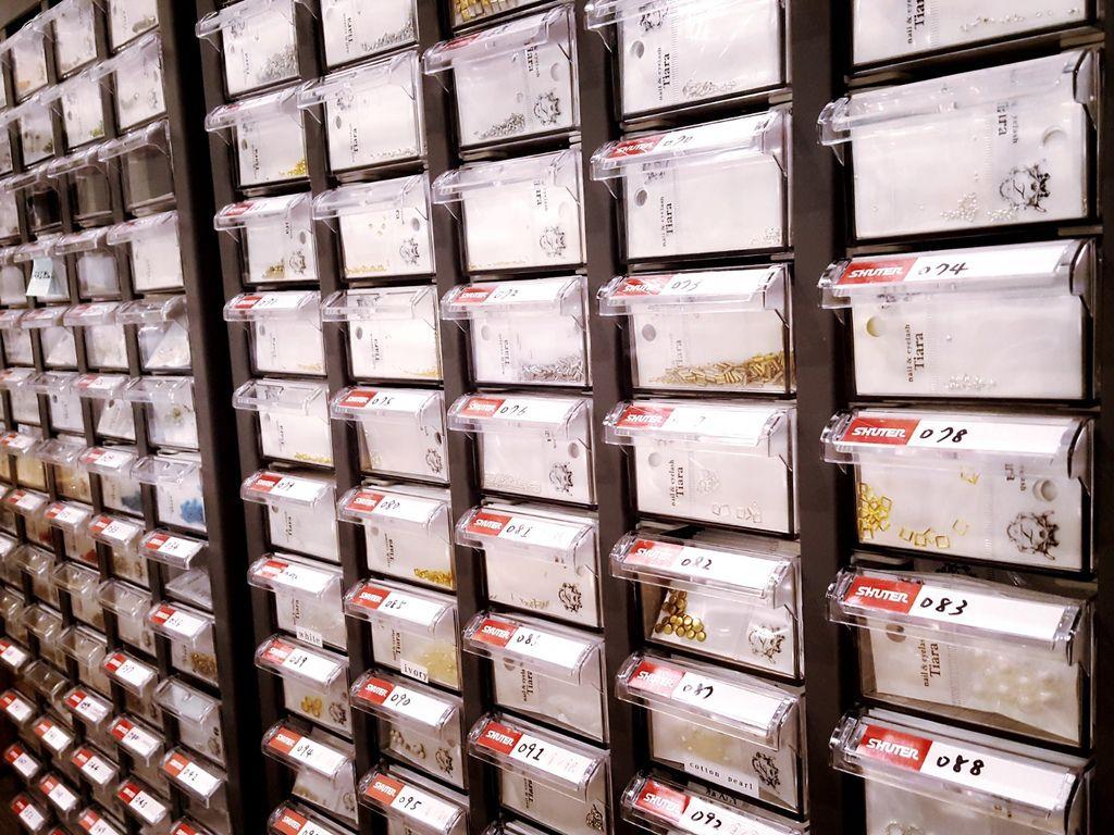 飾品庫存收納櫃:採用工業收納領域的臺灣本土知名品牌「樹德SHUTER」零件櫃
