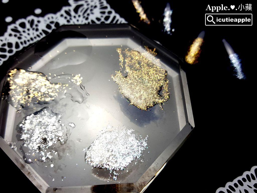 Tiara美甲鑽石粉主要使用方式是與MIXING功能膠調和成像亮片/亮粉膠的質地來作使用