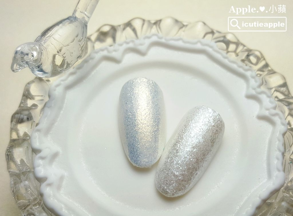 左邊是Nano Gold細粉狀的白金色,右邊是Nano Silver細粉狀的白銀色