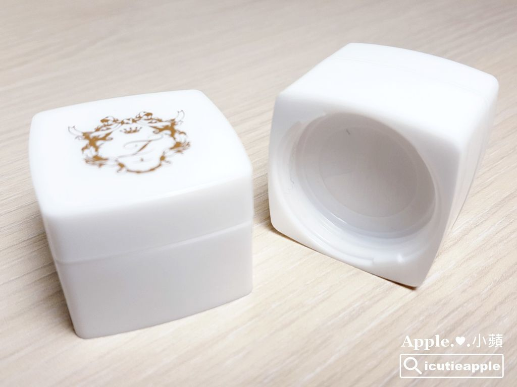 瓶罐還可以隨意組裝相疊,貼心的設計還蠻省空間的
