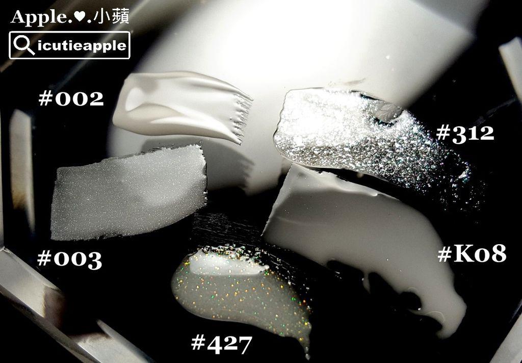 Leafgel #003:界於正白色與乳透白的中間色,內含有具質感的極細緻亮粉。小蘋非常喜愛這顆,主因是她很百搭萬用,除了單擦很美外,也很適合拿來調合所有彩膠,只要有一顆#003,就可透過調和,讓每個妳喜愛的顏色裡,都能增添細細亮亮的極細緻亮粉,一整個「一色抵萬色」的概念,小蘋後面會再試調給大家看看。Leafgel #427:很像乳透白#K08再添加一些細細的亮粉,這些亮粉的光澤,以肉眼觀察,似乎含有金、粉、綠等3色微微閃爍的光茫,算是一款百搭萬用的亮粉透白色,小蘋也額外自行搭配幾個顏色,後面會介紹^^