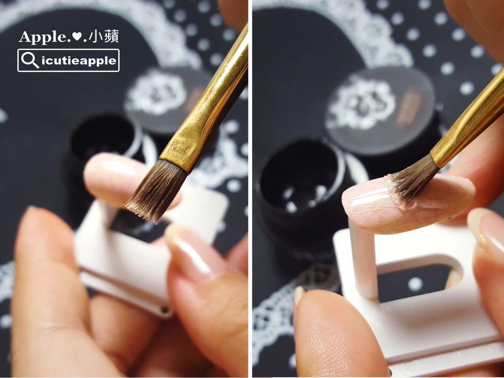 wTF11:由於罐裝霧面上層必須使用凝膠筆塗佈,為了避免凝膠筆沾取霧面凝膠後不易清洗乾淨,容易有讓筆毛爆炸損傷的困擾,以小蘋的使用經驗,會建議準備一支手邊壞掉的凝膠筆,專門用來塗佈霧面罐裝上層會比較好。所以,照片上小蘋拿的是一支即將報廢的凝膠筆來塗佈霧面罐裝上層。