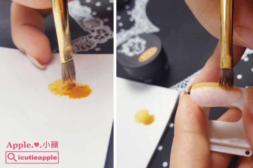 wTF15:小蘋繼續使用手邊這枝壞掉的凝膠筆,沾取極少量的Tiara秋冬新色#100 (小蘋都稱她為楓葉黃),使用沾點的手法,輕輕點出第一條黃色格紋。