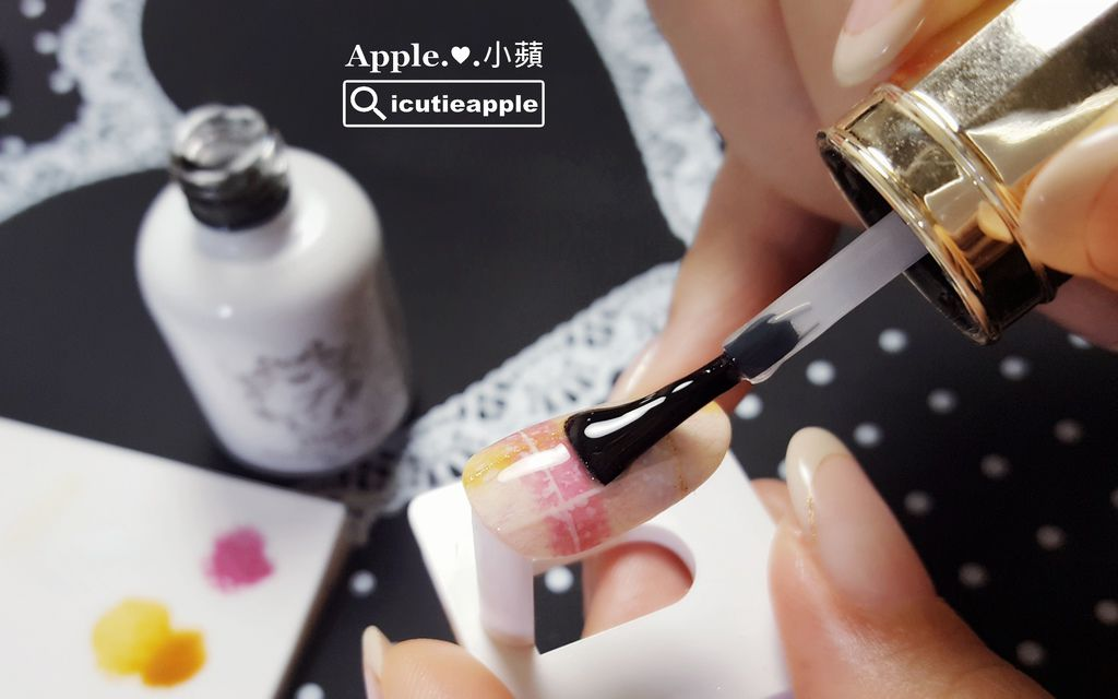 wTF27:Tiara免除上層的刷頭大小適中,小蘋覺得也很適合塗佈在小甲面上。