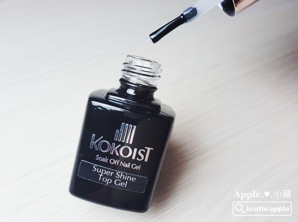KOKO-34:KOKOIST Super Shine Top Gel (7g) 是前陣子在日本大受好評的上層凝膠單品。「Super Shine」故名思義就是超級閃亮,主要針對光澤感與晶透度再作相對的升級調整,是KOKOIST全新改版的上層凝膠。