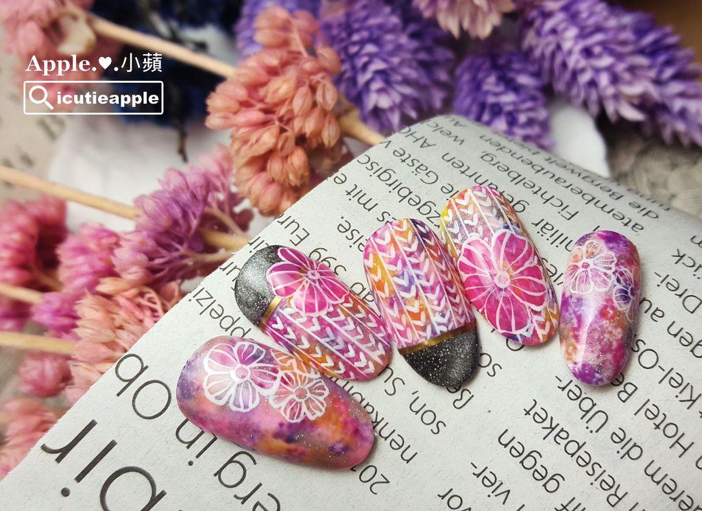 wPuffs Gel 40:粉粉紫紫的日式和風花兒設計款,小蘋好喜歡喲^^ 上面的螢光花是使用Puffs Gel泡芙彩膠#143,這個顏色真的超美的~我想之後春夏款應該還會再讓她出來亮相XDD
