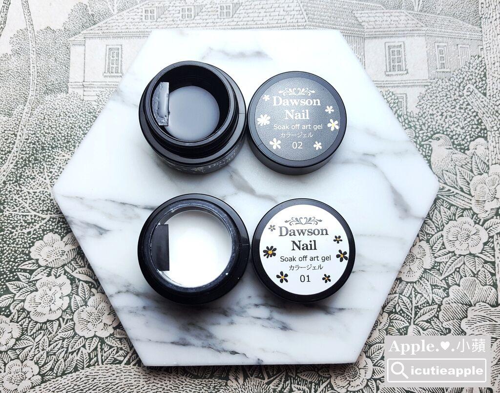wPuffs Gel 45:大森最新日本製彩繪膠,目前共有黑、白兩色,5ml的容量開箱讓大家觀賞看看^^ 這次2月台北美展首賣,美甲師價500元/瓶,展場優惠價450元/瓶,價格很實惠。