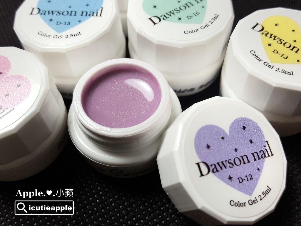 wColor-15-01:Love Dawson系列日本製粉嫩色系彩膠#D-11至D-16,內含極細緻亮粉,近拍隱約閃爍亮眼光澤,少女心瞬間被融化,日製膠卻有著可愛的閃亮價位,毫不猶豫立馬入手收藏!