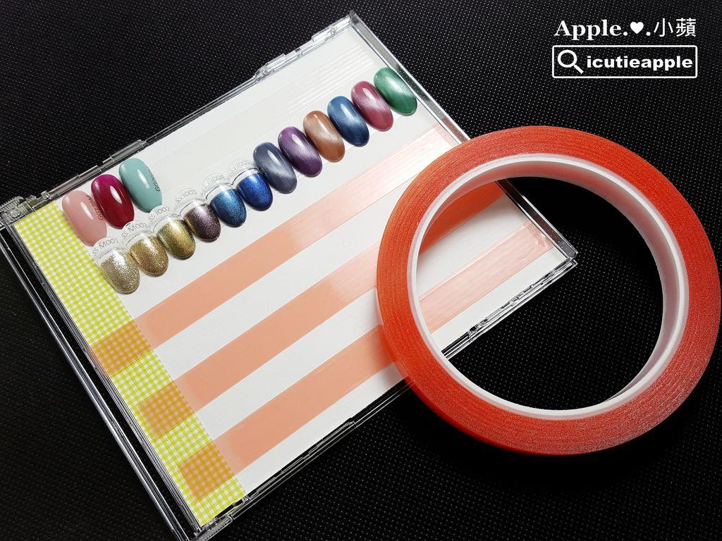 wColor-24-01:色卡完美收納術主要材料:透明光碟盒、透明雙面膠、底部裝飾的色卡紙。