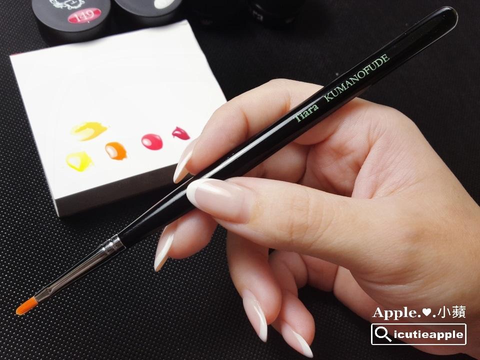 TEP-F-09:彩繪部分使用Tiara今(2017)年新出的Petal花瓣筆,雖然筆刷是專為花瓣彩繪設計的,但小蘋在這個地方先拿來作其他的彩繪應用,讓我們繼續往下看^^