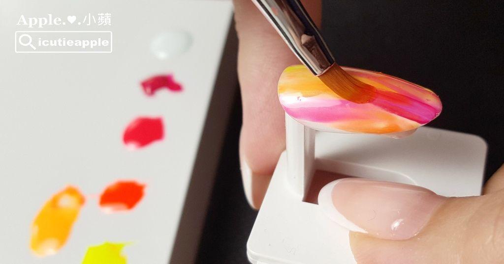 TEP-F-14:照完燈後,再接續用Tiara #149深桃紅色乾刷,來增添比較多層次的顏色交疊效果。