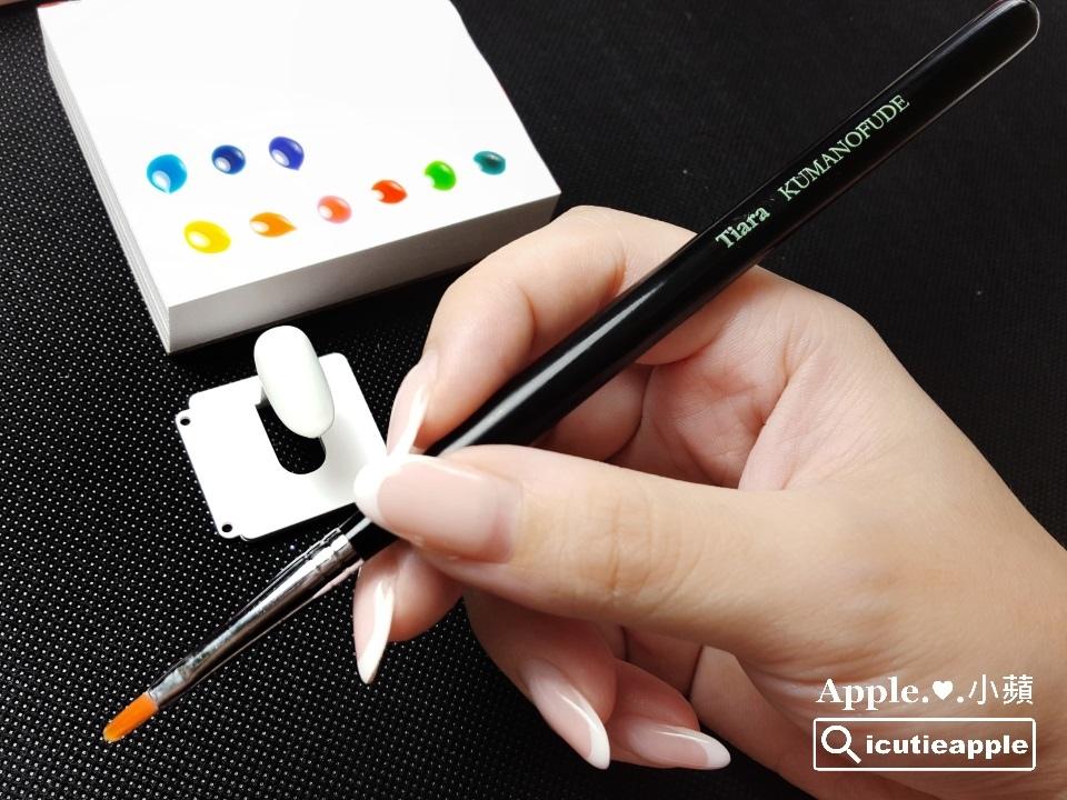 ETJ-09:接著,彩繪部分使用Tiara今(2017)年新出的Petal花瓣筆,筆刷是專為花瓣彩繪設計的,剛好可以拿來做花兒的彩繪應用^^