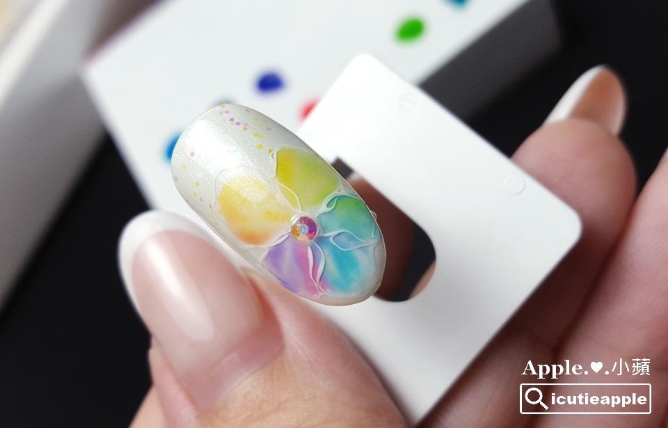 ETJ-21:「清涼夢幻的疊色花朵」完成了。利用果凍色彼此交疊,搭配不同力道的運筆,產生暈染與類漸層效果,這樣的技法其實可以延伸出各種樣式的彩繪設計,妳們可以嘗試玩看看喲^^