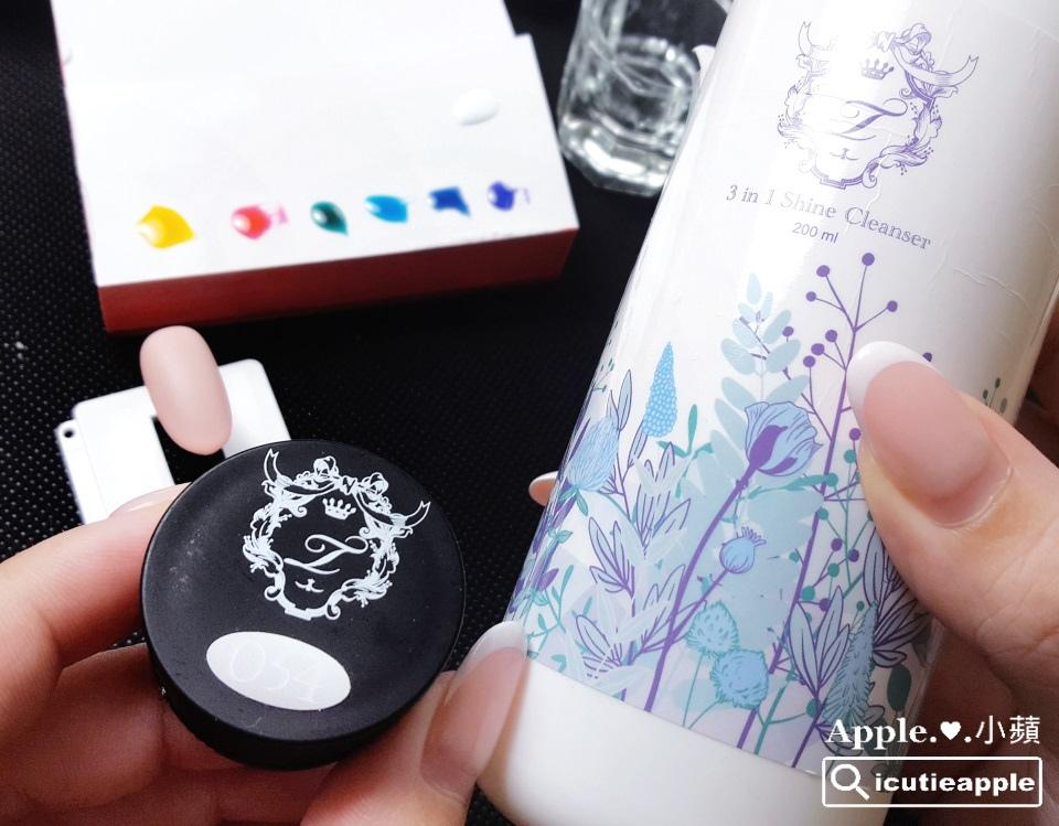TEJ-08:接著,準備調和Tiara #54正白色與Tiara三合一多功能洗筆清潔液,用來繪製沁涼的水流效果。