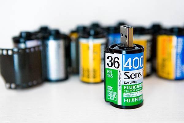 USB-Film-Roll-3-900x600px.jpg
