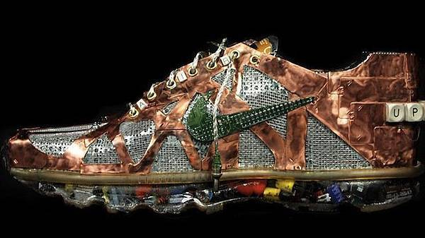 xlarge_air-max-2011-sculpture-011.jpg