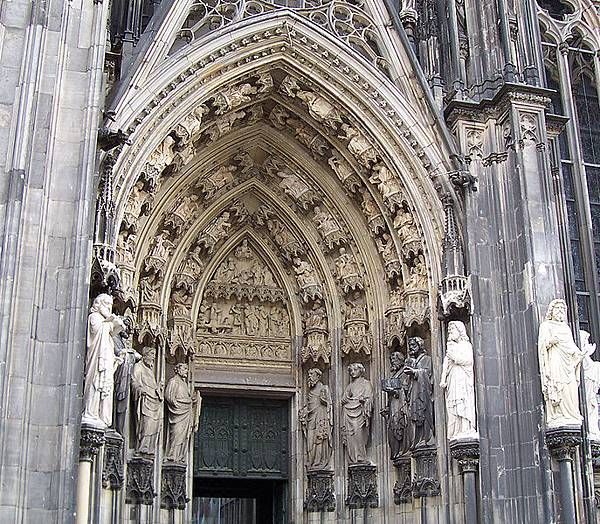 687px-Cathedral_Arch.jpg