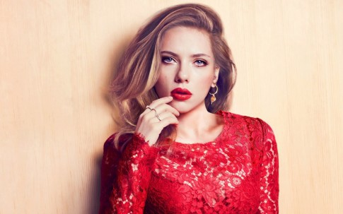 scarlett-johansson-red-lips-wide-428943687