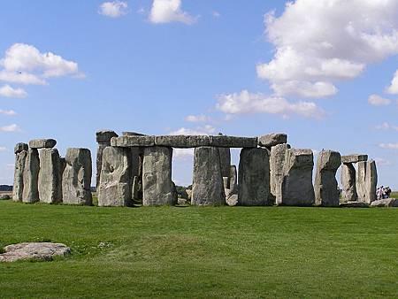 800px-Stonehenge2007_07_30