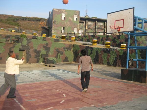 飯後運動-打籃球