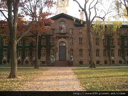 Nassau_hall_princeton_university.jpg
