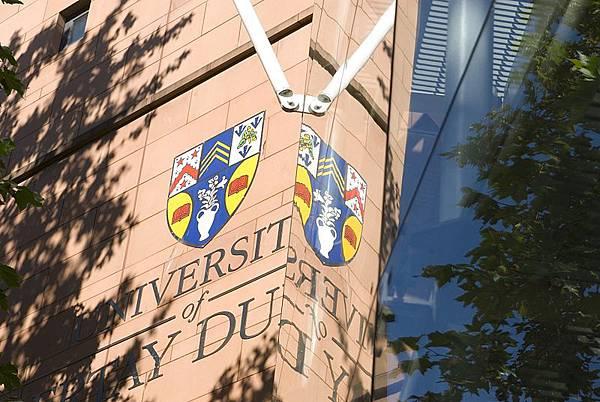 800px-University_of_Abertay_Dundee_logo