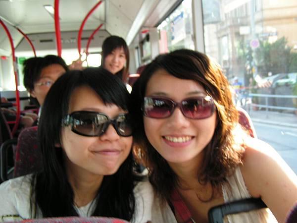 公車上nana和tina