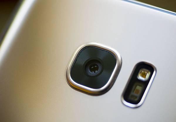 galaxy-s7-gold-camera-hero.jpg