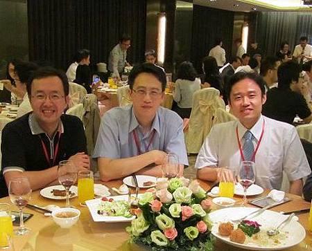 晚宴中與韋志瞱(左)、許英哲(中)醫師留影