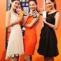 【新聞圖說1】7月16日起Lumia 930正式開賣,共有橘、黑、白三色,單機建議售價NT$18,900元.jpg