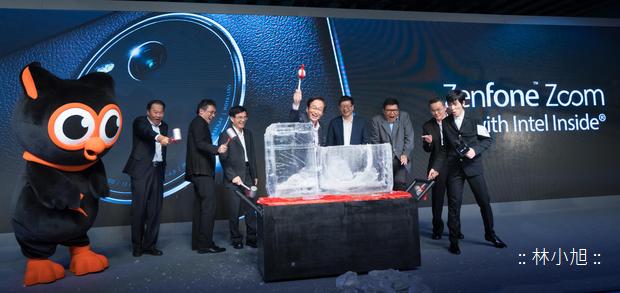 華碩推出世界最薄3倍光學變焦智慧手機ZenFone Zoom,和相機說掰掰破冰儀式