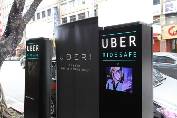 新聞照片4. 臺灣酒駕防制社會關懷協會與UBER一同打造行動酒測機,期望運用科技為民眾提供安全、可靠的交通環境