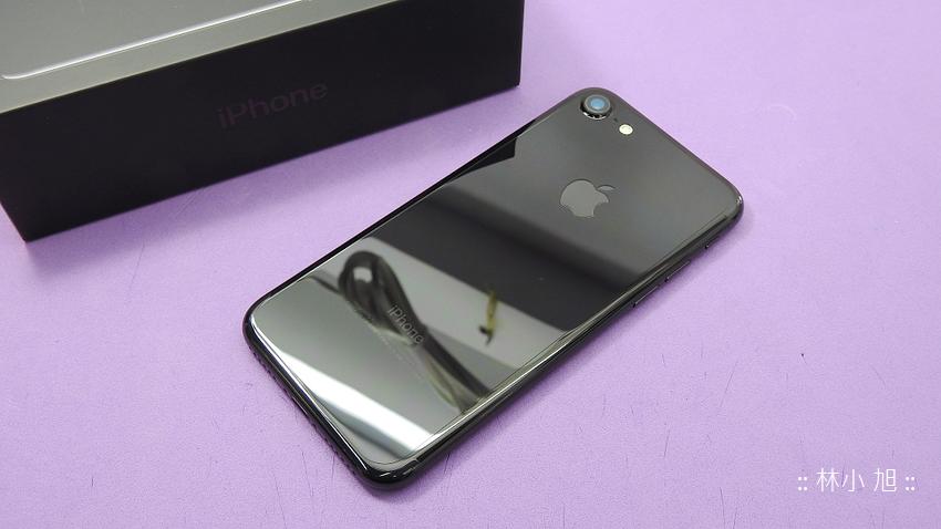 曜石黑真的容易刮傷啊!快服用 imos 3SAS for iPhone 7 7 Plus 背面抗指紋疏水疏油保護貼來保護他吧 ^^