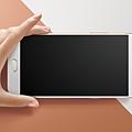 6吋Full HD大螢幕的OPPO R9s Plus,搭載第五代康寧R GorillaR大猩猩玻璃,2.5D弧面螢幕搭配極窄邊框,讓螢幕視覺無邊界。.png