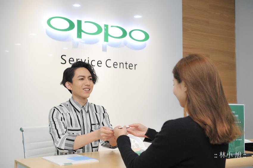 OPPO守護大使 林宥嘉親自為粉絲的手機健檢,貼心守護每為粉絲的OPPO手機。