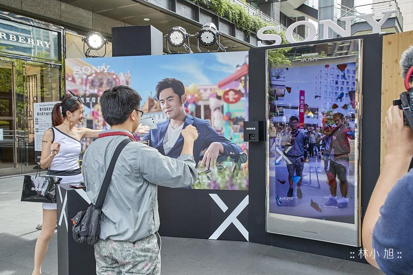 Sony Mobile邀請天王周杰倫隱身「超大台」Xperia XZ Premium中,足足站台12天,讓民眾可與Sony Mobile代言人周董一起吹泡泡、變魔術!.png