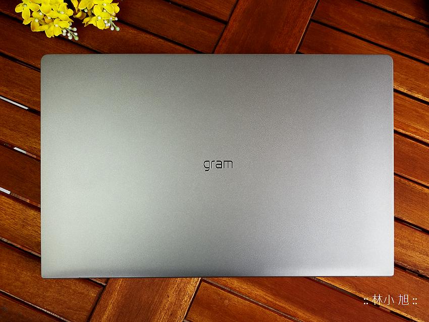 LG gram 輕巧筆記型電腦開箱 (6).png