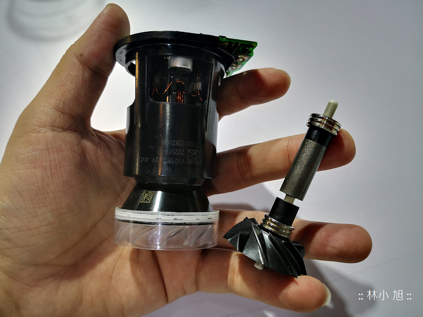 戴森 Dyson Cyclone V10 無線吸塵器 (ifans 林小旭)-總部人員解說奧秘 (19).png