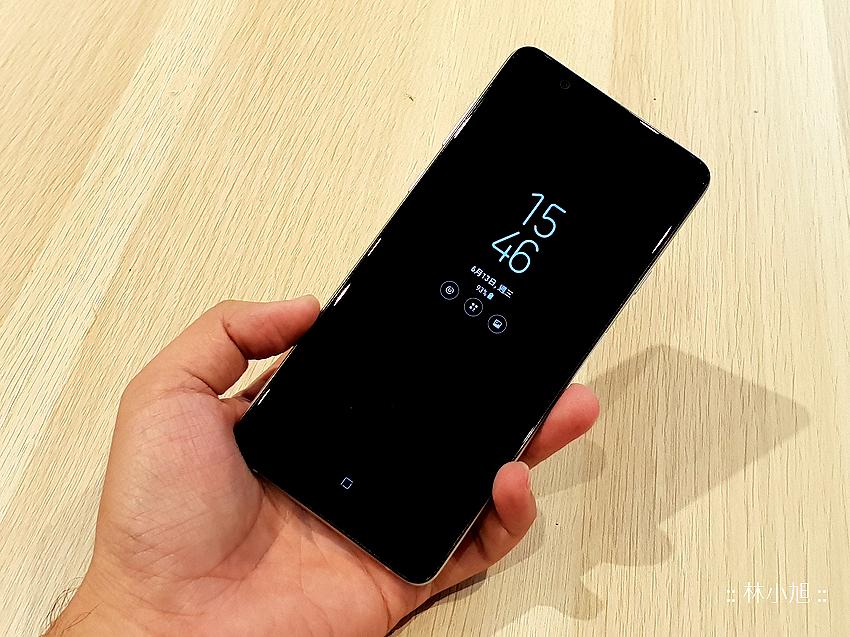 Samsung Galaxy A8 Star 開箱 (ifans 林小旭) (10).png
