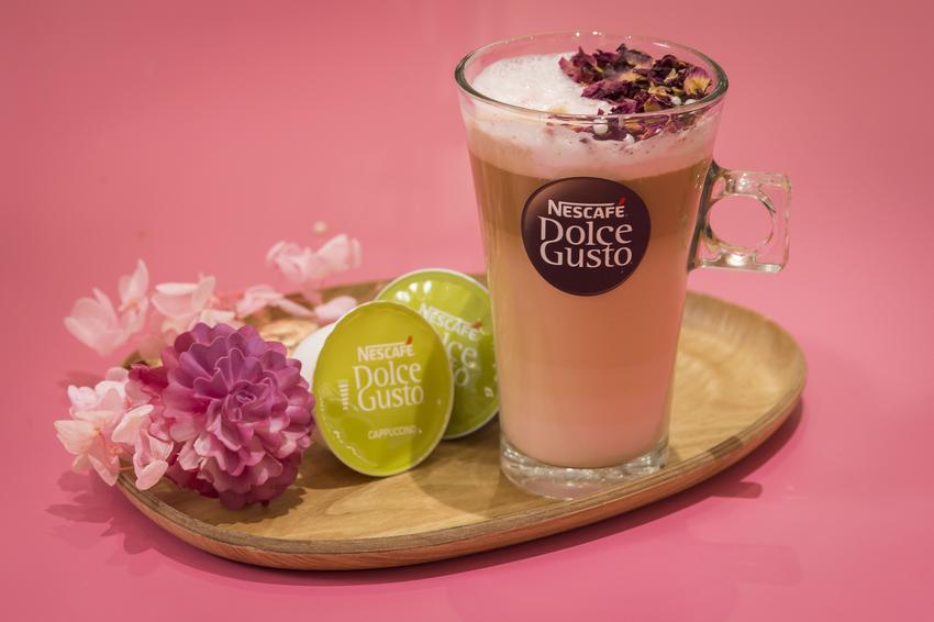 【圖說四】網美朝聖「潮粉咖啡館」,發揮創意獻映夢幻系的浪漫早午餐,消費者凡於1月17日前現場打卡,就有機會免費享用「粉紅玫瑰拿鐵」一杯!(3).png