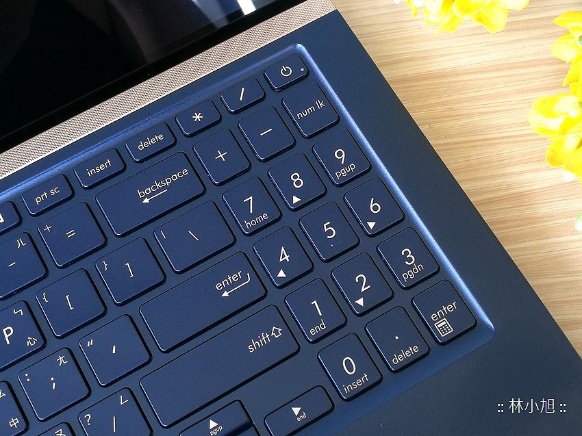 ASUS ZenBook 15 UX534FT 智慧觸控板 ScreenPad 2.0 筆電開箱 (ifans 林小旭) (16).png