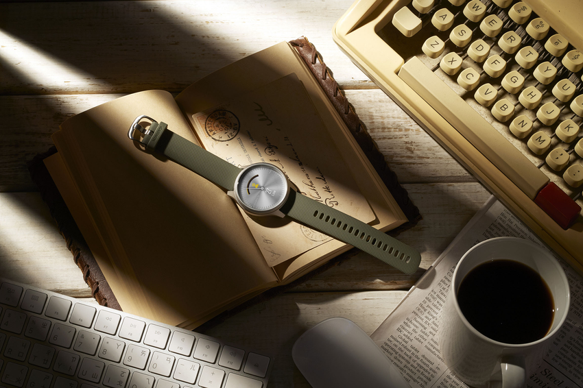 Garmin vivomove style 綠野迷蹤銀,現代簡約的設計搭配極度輕盈的航太級鋁合金錶殼及錶圈,建議售價NT$11,990元-2。.png