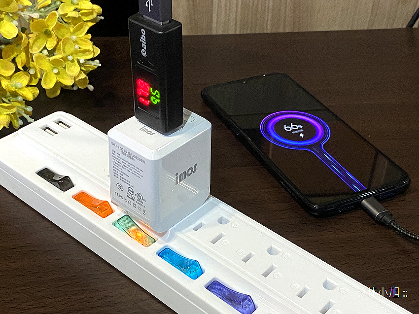 imos PD3.0 與 QC3.0 雙模雙孔閃電充電器開箱 (ifans 林小旭) (21).png