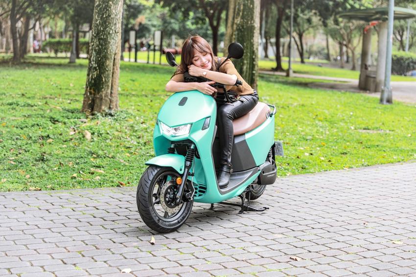 圖三、Ai-1 Comfort系列提供5種潮流炫色,包括:珍珠白、薄荷綠、閃亮銀、玫瑰金、星空藍,讓車主盡情展現個性自我。(1).png