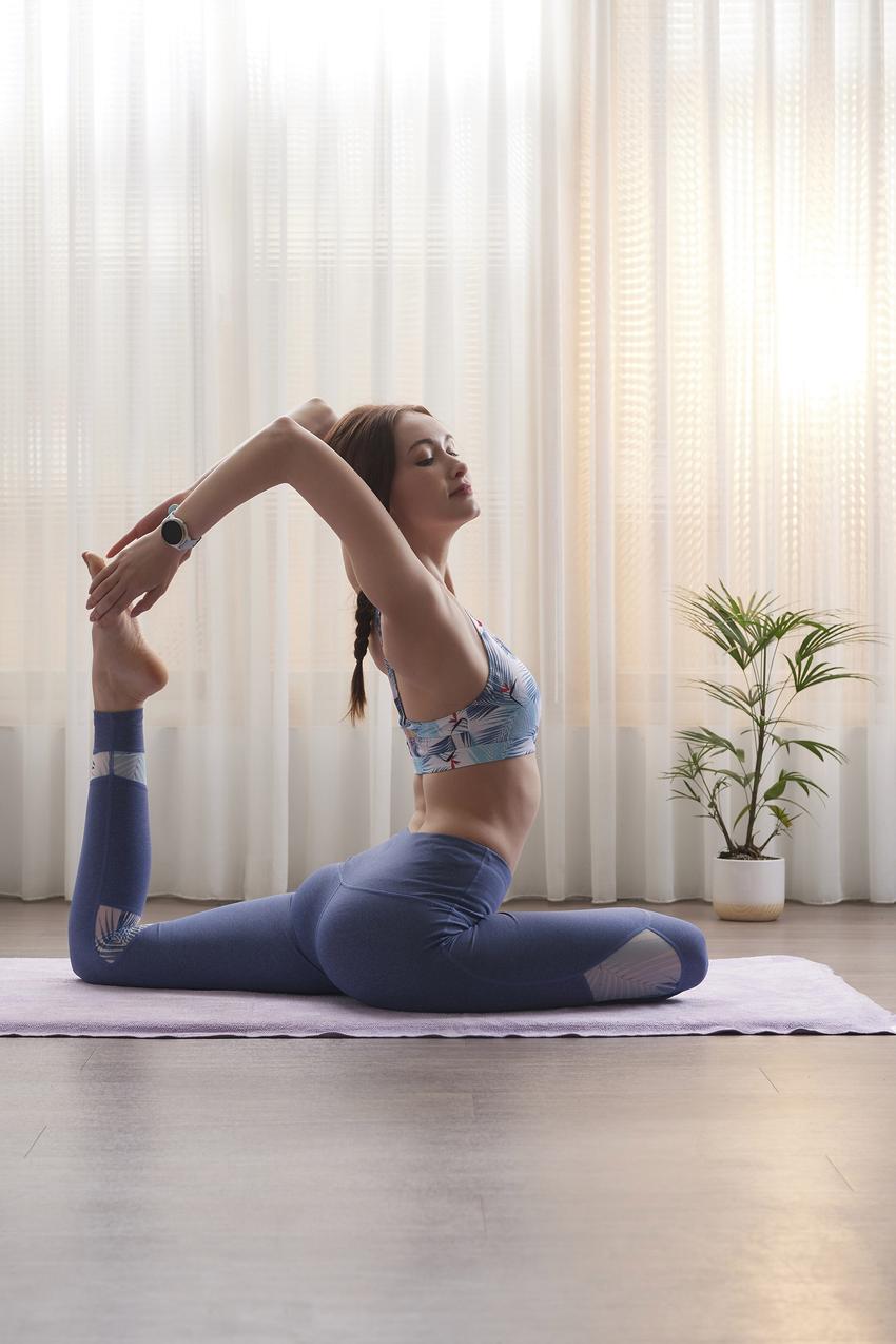 Garmin Connect台灣用戶的數據趨勢顯示,相較去年同期,從事瑜珈、自由重訓、室內有氧……等室內或居家運動的總體趨勢明顯上升近45%。-2.png