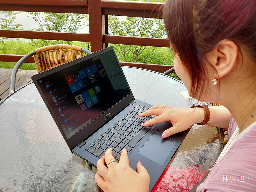 ASUS ExpertBook P2451FB 筆記型電腦開箱 (ifans 林小旭) (1).png