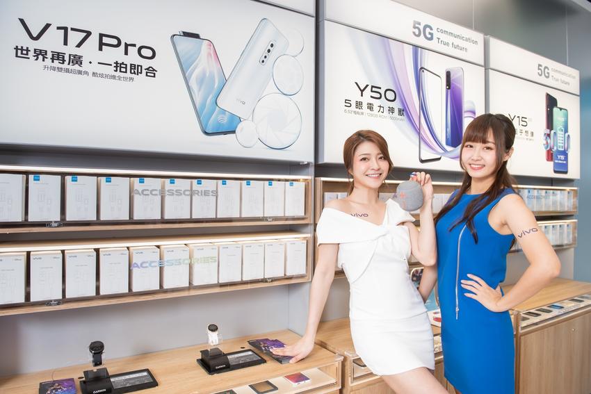 【新聞照片5】vivo三創智慧體驗旗艦店,提供全系列周邊配件,帶給消費者完整的通訊體驗.png
