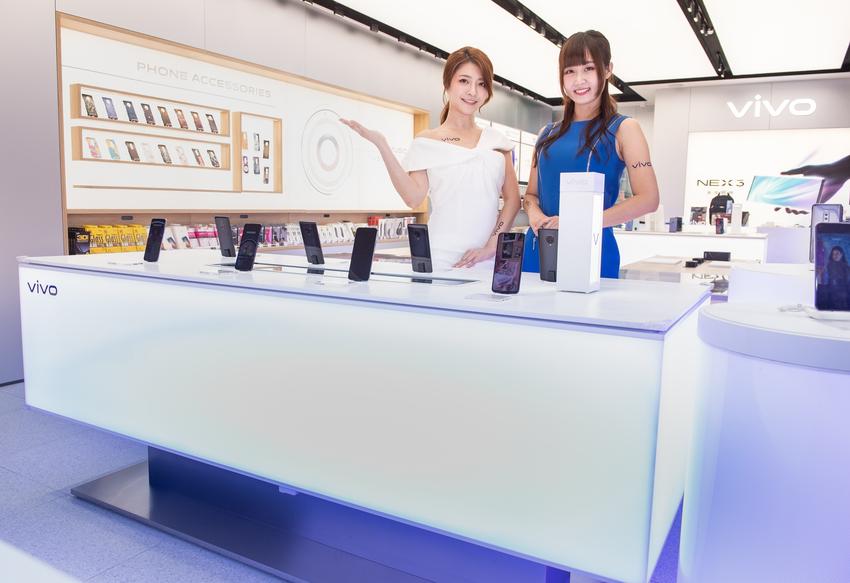 【新聞照片2】vivo三創智慧驗旗艦店,以智慧調光系統設計,模擬出多種戶外光源環境,滿足消費者體驗手機拍攝需求.png